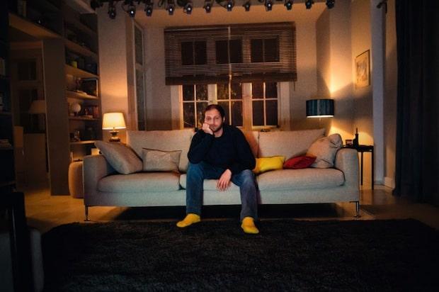 """Photo of Neue Kampagne """"Dafür sind Fernseher gemacht"""": HD+ sorgt für das vollkommene TV-Vergnügen"""