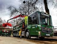 Erste Mercedes-Benz Econic Kipper mit maximierter Sicherheitsausstattung für britisches Straßenbau-Unternehmen