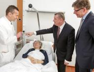 """Telekom beeindruckt Bundesgesundheitsminister mit """"Visite 2.0"""""""