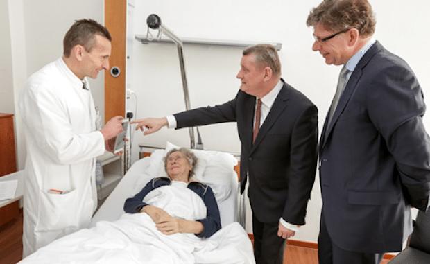 """Bild von Telekom beeindruckt Bundesgesundheitsminister mit """"Visite 2.0"""""""