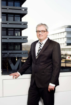 Prof. Dr.-Ing. Tobias Melz, neuer Leiter des Fraunhofer-Instituts für Betriebsfestigkeit und Systemzuverlässigkeit LBF. Foto: Fraunhofer LBF, Katrin Binner.