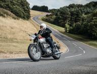 Motorrad-Frühling mit klassischen Linien