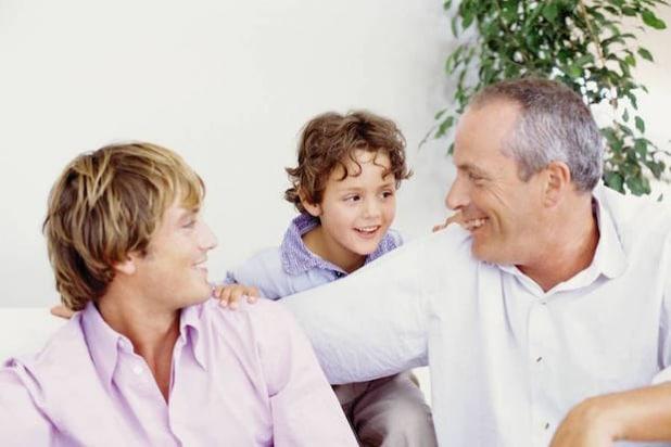 Erben sollte nicht zum Streit führen. Mit einem rechtssicheren Testament kann man Streitigkeiten in der Familie vermeiden (Foto: djd/DEVK).
