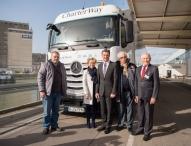 Daimler Trucks schickt vierten Hilfskonvoi zu Flüchtlingslagern in die Südtürkei