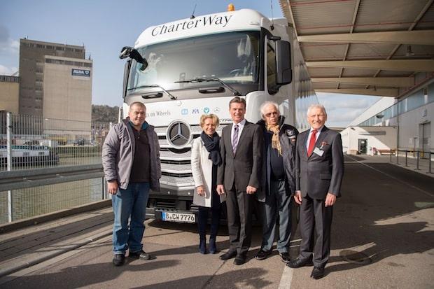 Bild von Daimler Trucks schickt vierten Hilfskonvoi zu Flüchtlingslagern in die Südtürkei