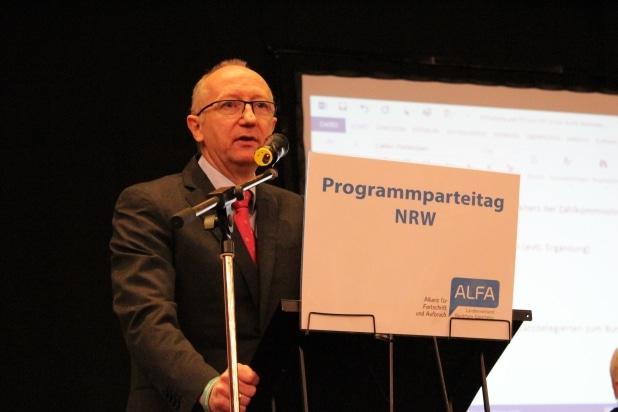 Grußworte vom stv. Bundesvorsitzenden Reiner Rohlje. Der aus dem Sauerland stammende Unternehmer war auch stimmberechtigtes NRW Mitglied.