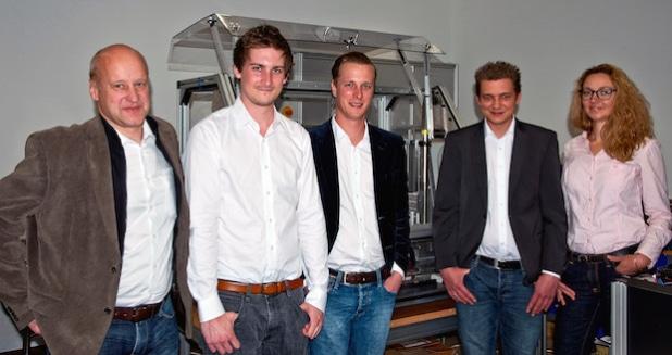 Das ElasticVision-Team (v.l.): Prof. Dr. Jörg Luderich (Mentor), Christian Degelmann, Christian Pöpperl, David Frings, Carina Kühl - Quelle: ElasticVision/TH Köln