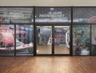 Deutsche Vermögensberatung würdigt Partnerschaft mit Formel-1-Ikone Michael Schumacher in eindrucksvoller Ausstellung