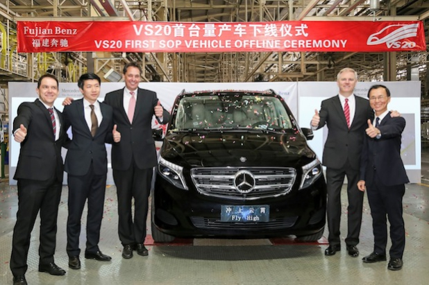 Produktionsstart der neuen V-Klasse bei Fujian Benz Automotive (FBAC) in Fuzhou/China: v.l.n.r. - Wolfgang Strauss (Director Project Mid-Size Vans China), Stan Zhou (Vice President Sales, Marketing & Aftersales), Gerd Bitterlich (Vice President, Chief Financial Officer & Human Resources), Björn Hauber (President & Chief Executive Officer), Matt Chang (Vice President, Chief Operating Officer & Procurement). Quelle: Daimler AG