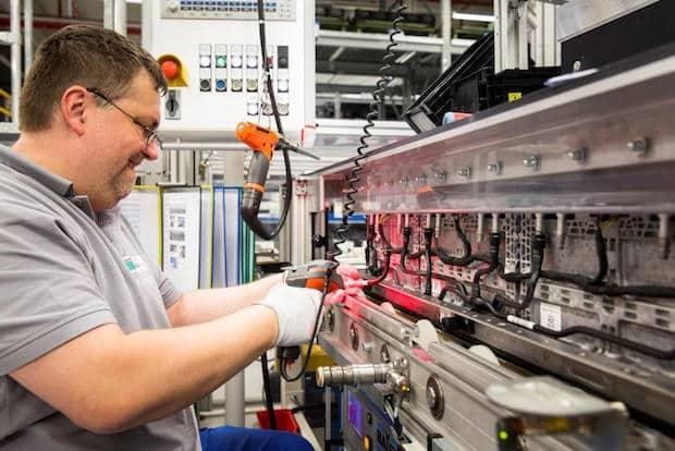 Photo of Daimler investiert 500 Millionen Euro in neue Batteriefabrik in Deutschland