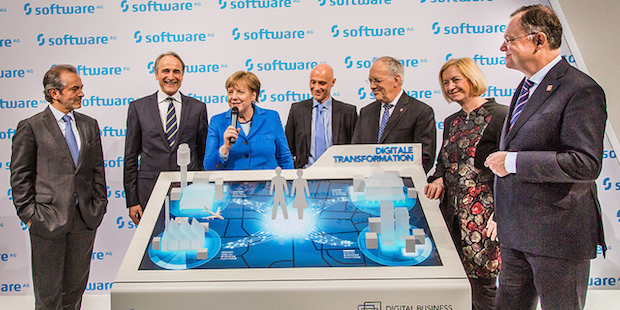 Photo of Bundeskanzlerin Merkel besucht Software AG auf CeBIT 2016