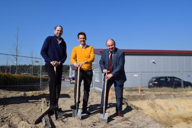 v.l.n.r. Alfred Maigré, Mark Maigré, Siegmund Trebschuh (Wirtschaftsförderer Teltow-Fläming). Foto: Christian Zielke