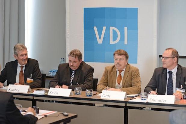 """Auf dem VDI-Kongress """"Kunststoffe im Automobilbau"""" diskutierten Experten das Thema Industrie 4.0 (Bild: VDI Wissensforum GmbH)"""