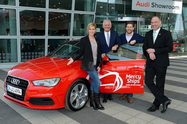 Photo of Wolke Hegenbarth nimmt den Audi Generation Award für ihr ehrenamtliches Engagement entgegen