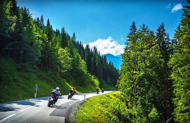 Photo of Reifen und Co.: Biker sollten sich auf eine längere Fahrt gründlich vorbereiten