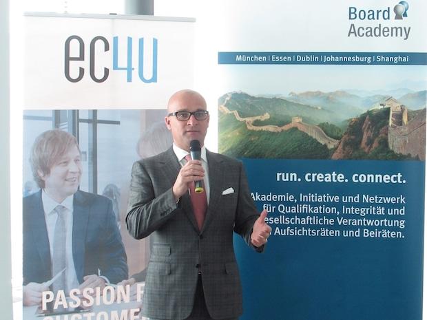 Bild von Experten definieren neue Rolle von Aufsichtsrat und Management