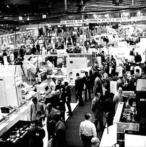 Ein Foto von der IMTS 1972, ein Jahr der Premieren, darunter die erste Show im McCormick Place, die erste Show im Zwei-Jahres-Zyklus und die alle zwei Jahre stattfindende International Machine Tool Show 1972. - Quelle: IMTS Exhibitions Department