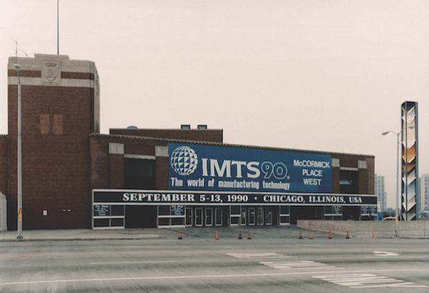 Im Jahr 1990 änderte AMT den offiziellen Namen der Show in International Manufacturing Technology Show, als Redaktion auf eine sich ständig verändernde und breitere Fertigungsindustrie. - Quelle: IMTS Exhibitions Department