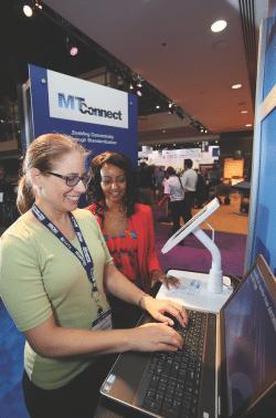 Die IMTS 2008 präsentierte die erste Demonstration von MTConnect®, einem Open-Software-Protokoll für Maschinen Vernetzung und Abrufen von Prozessinformationen von jedem Web-fähigen Benutzer, der mit dem Netzwerk verbunden ist. - Quelle: IMTS Exhibitions Department