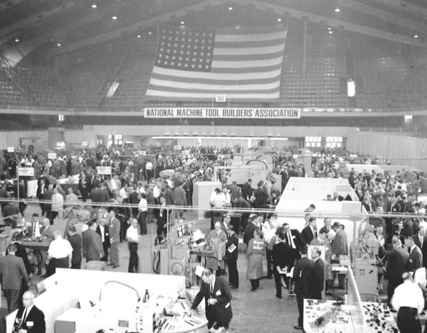 Ursprünglich gegründet als National Machine Tool Builders 'Association (NMTBA) gegründet gibt dieses Bild einer Show der 1950er Jahre einen guten Eindruck, wie die Show bis heute gewachsen ist. - Quelle: IMTS Exhibitions Department