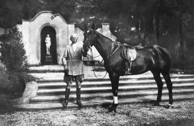 """Seine Liebe für das Reiten und das vierspännige Kutschieren brachte Philipp Rosenthal wohl aus Amerika mit. """"Das Schönste auf Erden sind das Weib und das Pferd."""" ©Porzellanikon, Rosenthal-Archiv Selb, Dauerleihgabe Oberfrankenstiftung Foto: Rosenthal-Archiv"""