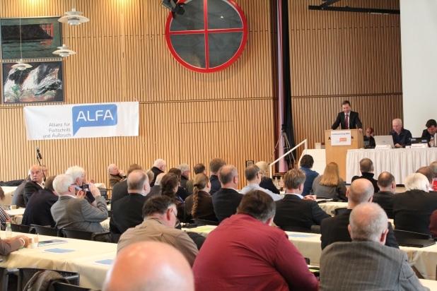 Der Landesparteitag von ALFA NRW freute sich über die Rede von Prof. Bernd Lucke.