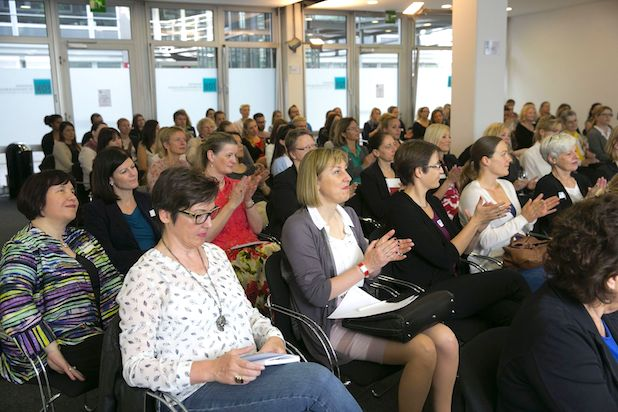 Rund 120 Teilnehmerinnen und Teilnehmer kamen zum Stuttgarter Frauen-Forum der FOM Hochschule (Foto: FOM/ Horst Rudel).