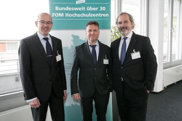 (v.l.n.r.) Prof. Dr. Marcus Klosterberg, Prof. Dr. Julius Reiter, Prof. Dr. Wolfgang Kuhn (Foto: FOM/ Wilhelm Mierendorf).