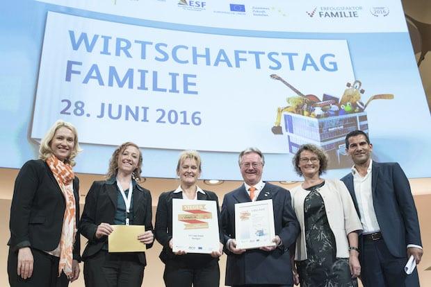 Bild von Bundesfamilienministerium zeichnet Deutschlands familienfreundlichstes Unternehmen aus