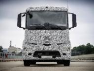 Mercedes-Benz präsentiert weltweit ersten vollelektrischen Lkw für schweren Verteilerverkehr