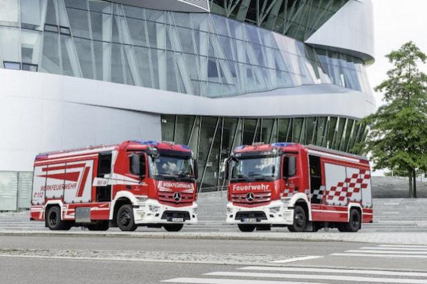 Daimler Werkfeuerwehr; Mercedes-Benz Antos 1843 L; 4x2; OM 470 Euro VI mit 315 kW (428 PS); 10,7 L Hubraum; Pumpenleistung: 4.500 l/min; Wassertank: 2.500 l; Schaummitteltank: 200 l; Besatzung: 1/5  Daimler plant fire brigade; Mercedes-Benz Antos 1843 L; 4x2; OM 470 Euro VI rated at 315 kW/428 hp; displacement 10.7 l; pump performance: 4500 l/min; water tank: 2500 l; foaming agent tank: 200 l; crew: 1/5 (Quelle: Daimler AG)