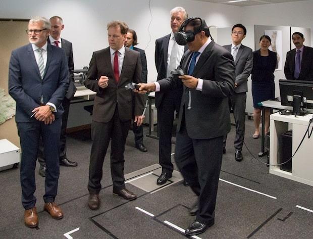 Photo of Industrie 4.0: Delegation aus Singapur informiert sich beim Fraunhofer IGD über Internet-Technologien