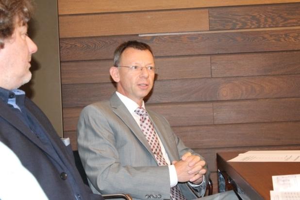 Foto: Dr. Wolfgang Herz (Dr. Herz Consulting aus Grafschaft) bescheinigte dem NIW Unternehmerschulen Konzept beste Referenzen.