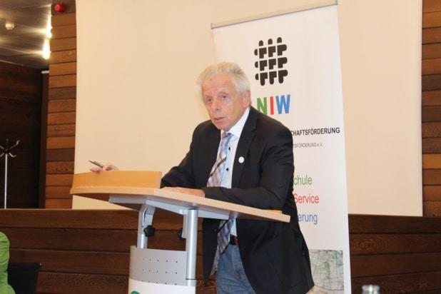 Dr. rer. nat. Willi Jung aus Ahrweiler unterstützt die Unternehmerschule Euskirchen als Dozent.