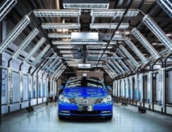Daimler stärkt sein Engagement für emissionsfreie Mobilität in China mit dem neuen DENZA 400 Elektrofahrzeug