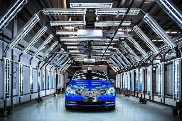Photo of Daimler stärkt sein Engagement für emissionsfreie Mobilität in China mit dem neuen DENZA 400 Elektrofahrzeug