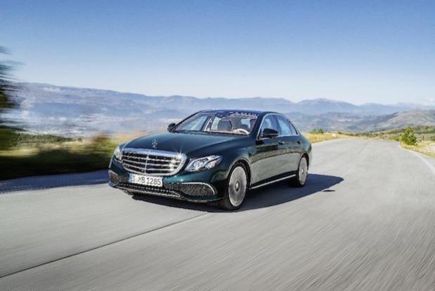Mercedes-Benz E-Klasse, EXCLUSIVE, kallaitgrün, Leder sattelbraun/macciato (Quelle: Daimler Communications)