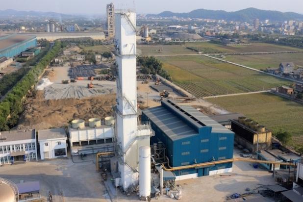 Mit der neuen Luftzerlegungsanlage von Messer ist die größte Industriegaseanlage im Norden Vietnams entstanden, die neben der Belieferung des Stahlwerks von Hoa Phat Steel auch Gase in flüssiger Form für den lokalen Markt produziert. (Quelle: Messer Group GmbH)