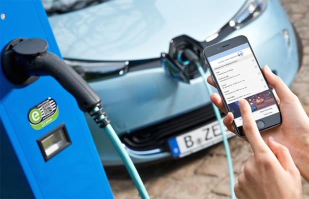 Spontanes Laden von Elektroautos wird Gesetz - mit intercharge direct ist der digitale Zugang zu Ladestationen auch ohne festen Vertrag möglich (Quelle: ©Hubject GmbH)