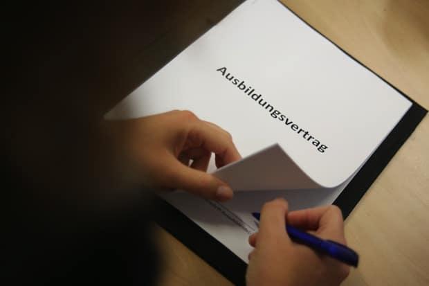 Photo of Azubi-Start: Versicherungsschutz nicht vergessen