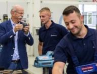 Investition in die Zukunft: rund 1.900 junge Menschen starten Ausbildung bei Daimler