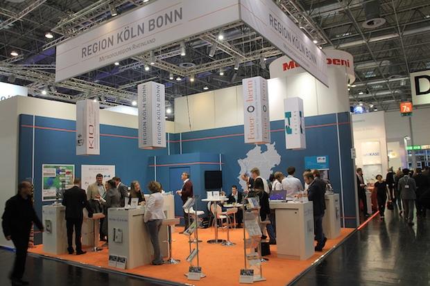 """Photo of Die Region Köln/Bonn präsentiert sich auf der weltweit wichtigsten Messe für Kunststoff und Kautschuk """"K2016"""""""