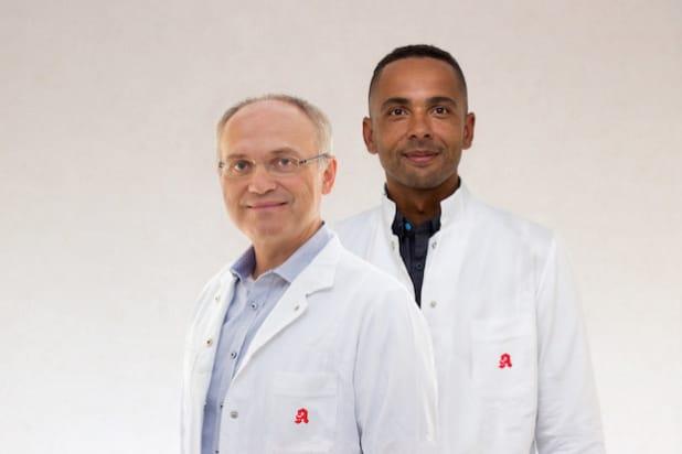 """Unter dem Stichwort """"Aponeo Medikation"""" haben die Apotheker Primbas (links) und Kreissl-Kohrs (rechts) einen neuen Service ins Leben gerufen. (Bildquelle: Aponeo)"""