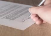 Ansprüche im Arbeitsvertrag können in Zukunft auch per Textform gelten gemacht werden!