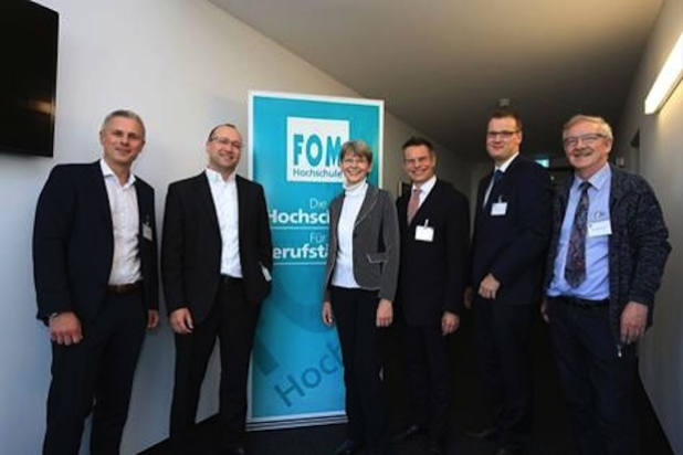 v.l.: Thomas Haumann, Prof. Dr.-Ing. Thomas Abele, Christiane Kersting, Prof. Dr. Hans-Dieter Schat, Dr. Ingo Storz, Hans-Rüdiger Munzke. Foto: FOM