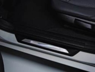 Beleuchtete Einstiegsleisten von anton clemens individualisieren das eigene Auto