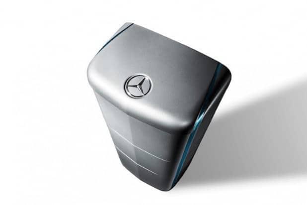 Aus dem Auto ans Netz: Mercedes-Benz Energiespeicher eignen sich auch für die private Nutzung zur verlustfreien Zwischenspeicherung von überschüssigem Strom. - Quelle: Daimler AG