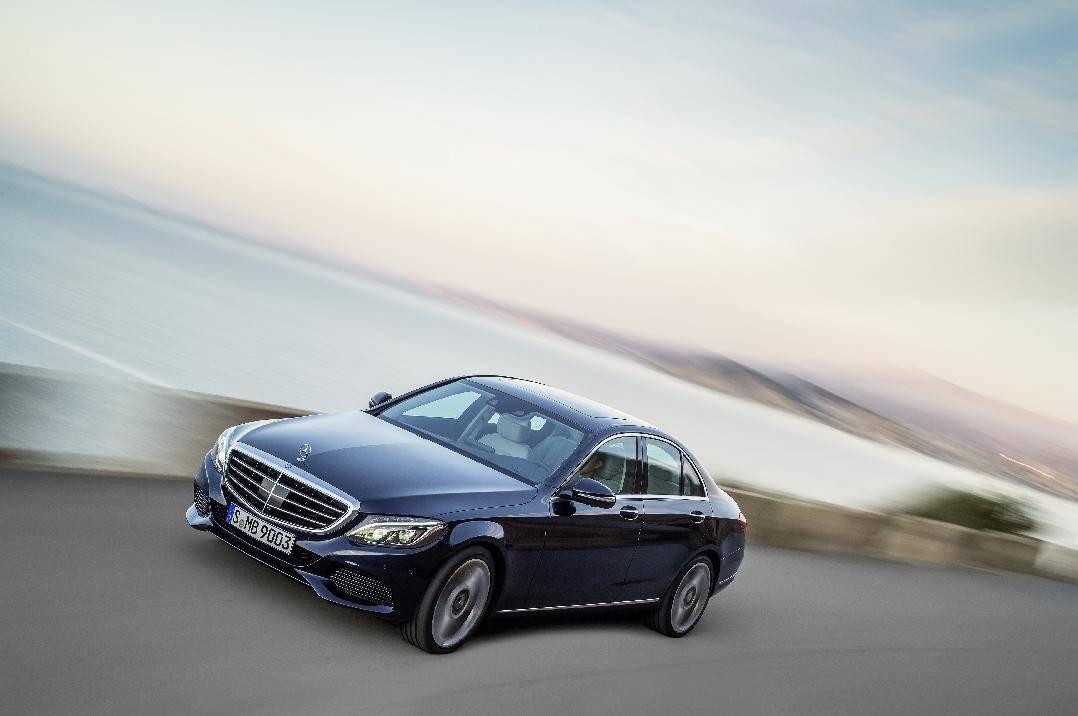Photo of Mercedes-Benz übertrifft bereits im November den Vorjahresabsatz