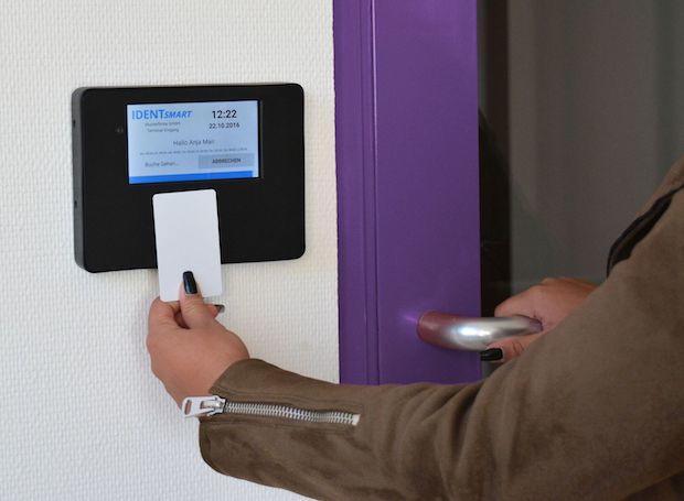 Photo of Zeiterfassungssystem ID500TR von IDENTsmart ab sofort verfügbar