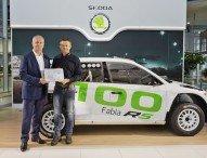 SKODA liefert 100. FABIA R5 an Kunden aus